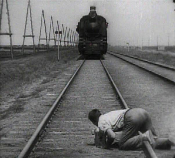 La mejor película soviética [RESULTADOS] 5-The-Man-with-the-Movie-Camera-Dziga-Vertov-1929
